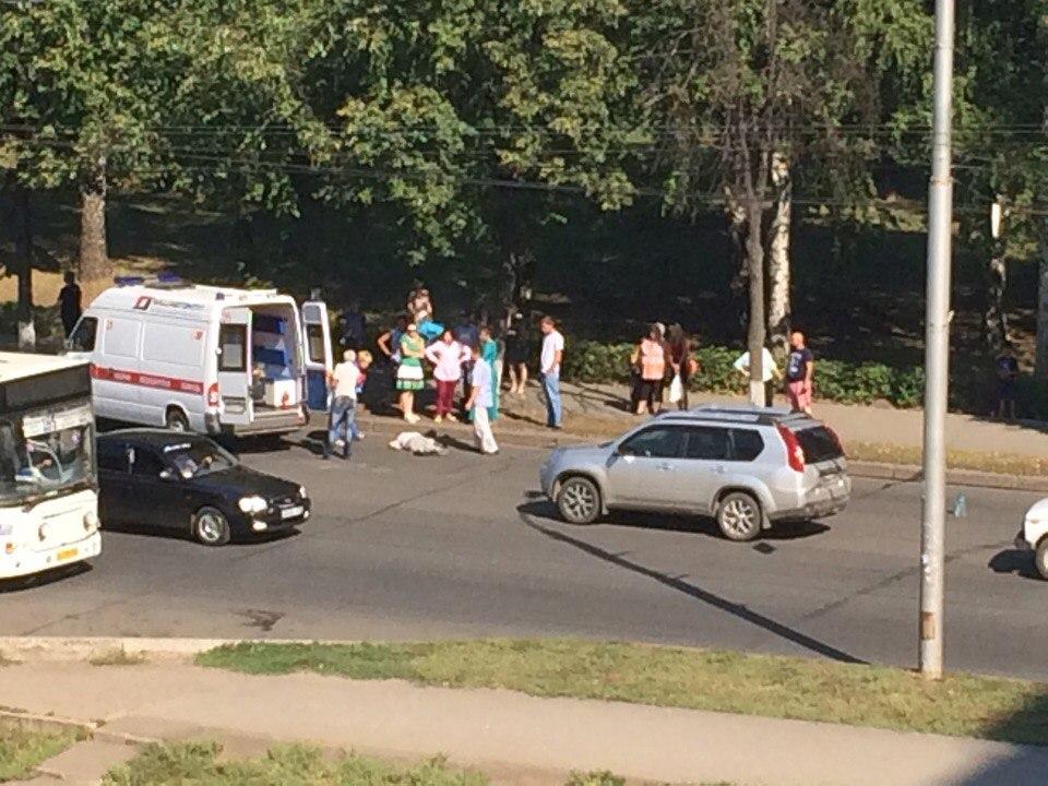 В Уфе мужчина попал под внедорожник, пешеход погиб