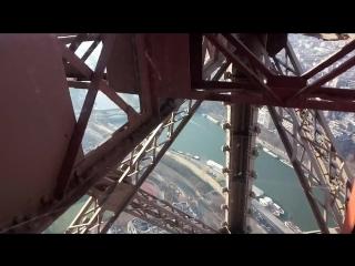 вниз по Эйфелевой башне