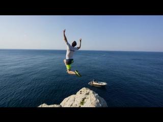 Красивые прыжки в воду с большой высоты!