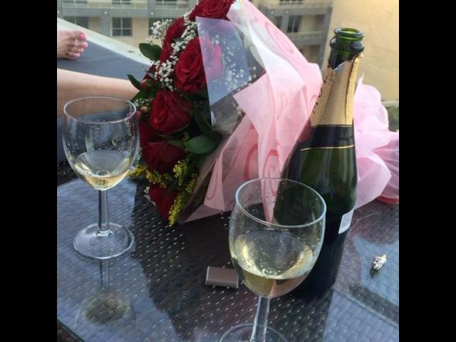 Дарья и Сергей Пынзарь наслаждаются прекрасным видом с балкона своего номера