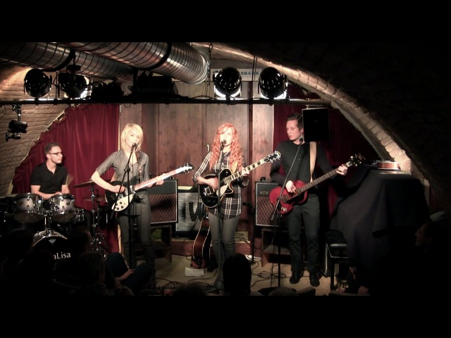 I Saw Her Standing There - MonaLisa Twins (The Beatles Cover)