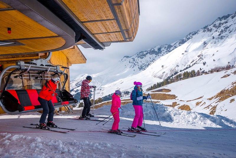 В туристической деревне Лунная поляна открыли горнолыжный сезон