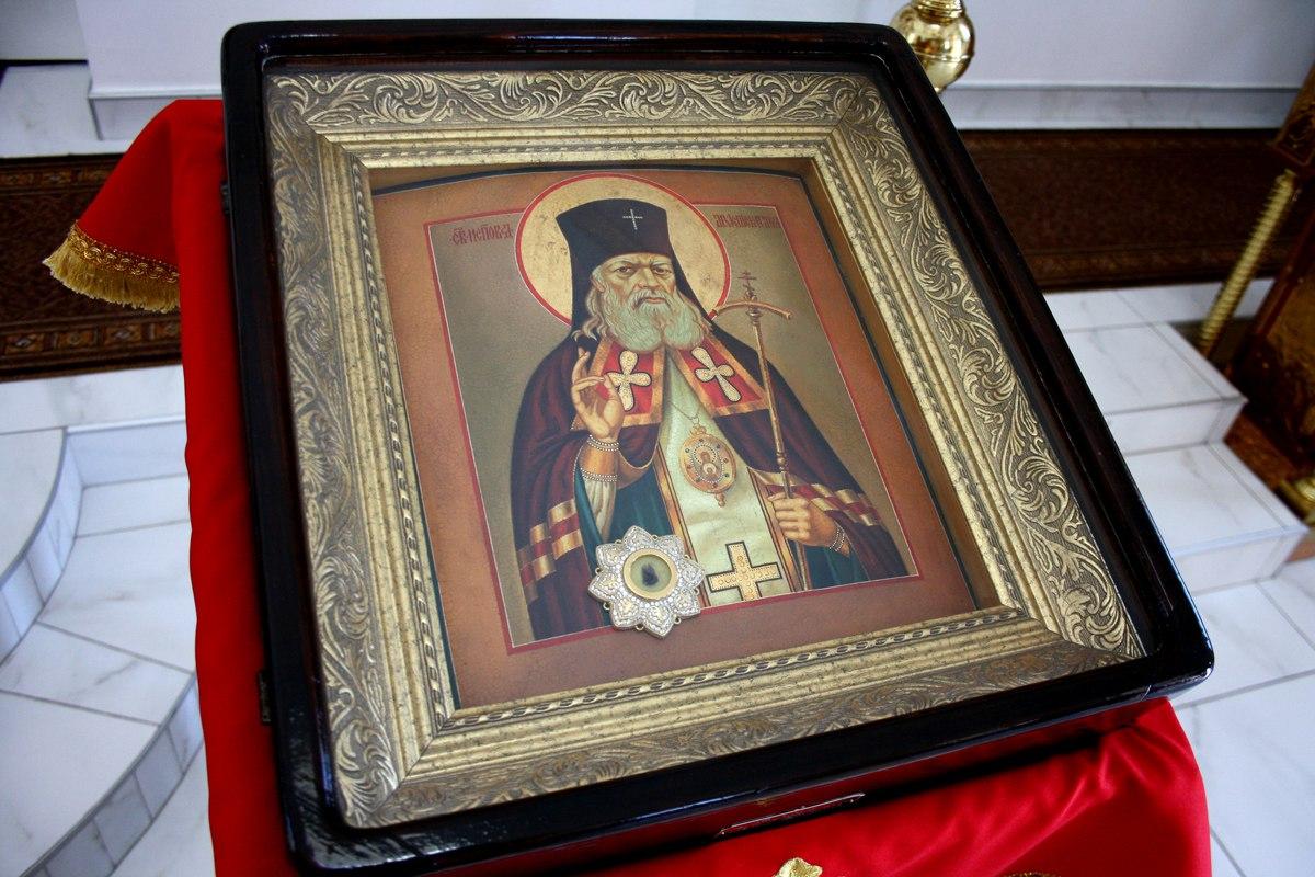 В храме Петра и Павла станицы Зеленчукской побывают частицы десницы святых мощей святителя Луки Крымского