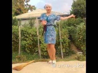 Танец который покорил Казахов от Ауылдың қызы. Красивая казашка в ауле - YouTube