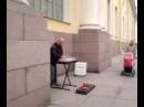 Уличный музыкант Питера