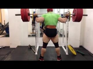 Про бодибилдер Виталий Фатеев, присед в бинтах - 220 кг на 17 раз !