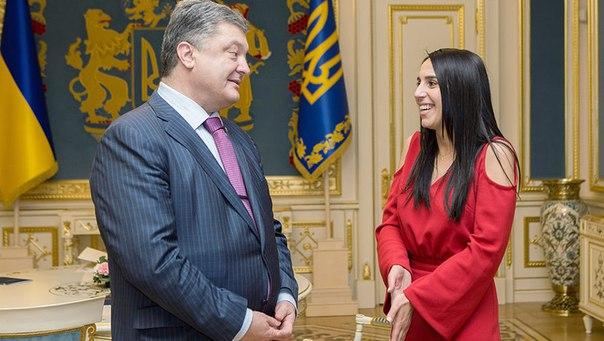 Порошенко посоветовали отнять Джамалу звания «Народная исполнительница Украины»