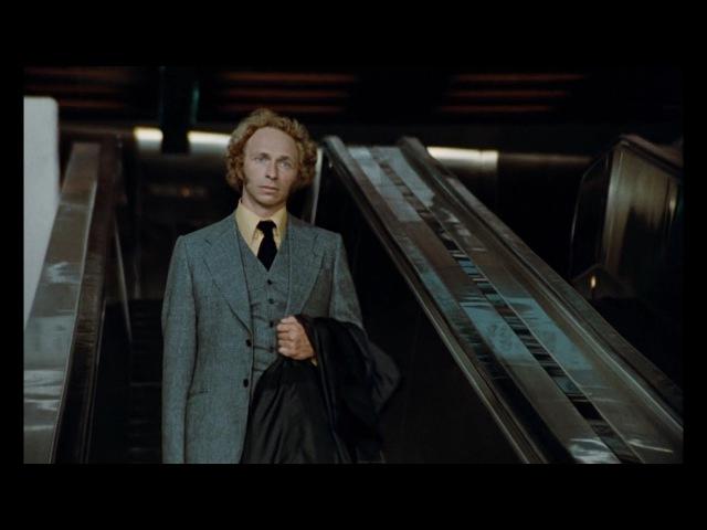 Высокий блондин в черном ботинке Франция 1972 год