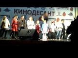 Леся Ярославская с детьми гарнизона