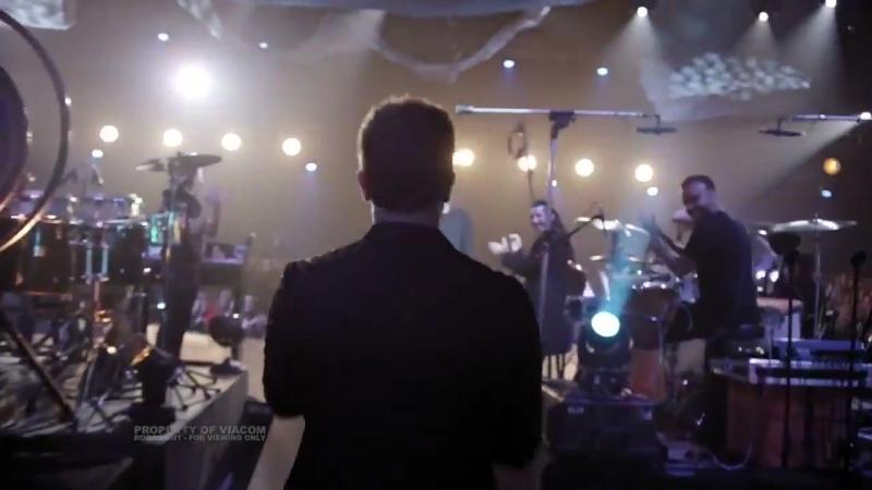 No Hay Ni Un Corazon Que Valga La Pena Bose ft Pablo Alboran míralo completo este 6 de Octubre por MTVLA