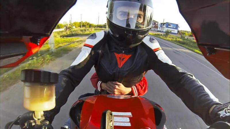 Прокатил ребенка на мотоцикле - в вилли D