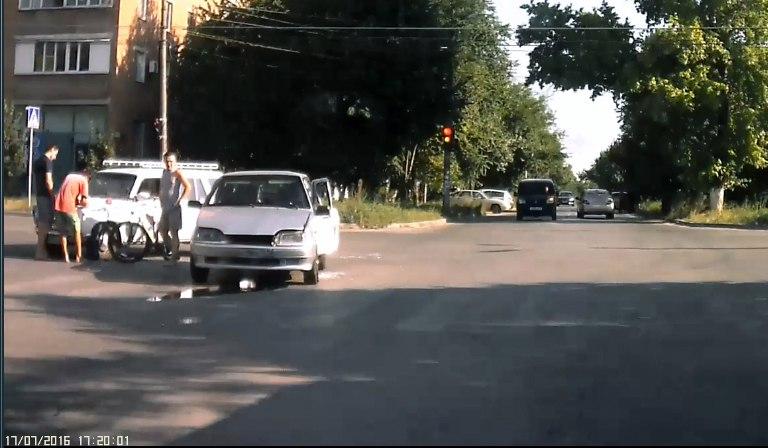 В Таганроге дорогу не поделили водители «ВАЗ-2104» и «ВАЗ-2115»
