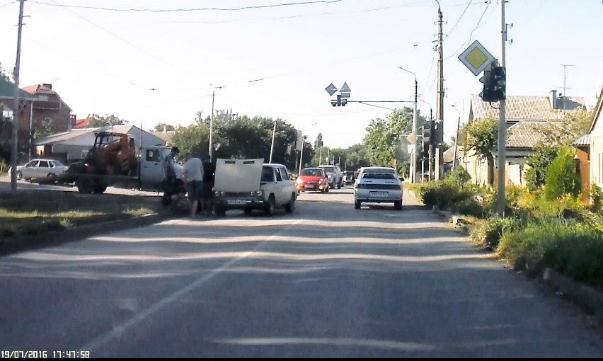 Сегодня в Таганроге произошло тройное ДТП
