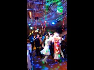 Танец Гостей с Дедом Морозом и Снегурочкой в Гриль-баре