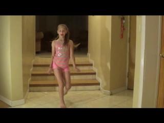 ТАНЦУЕТ МАЛЫШКА АННИКА [NatokBD.Mobi]-My-favorite-warm-up-routine-Annika-Oviedo