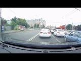 Британский спорткар попал в аварию в Краснодаре.