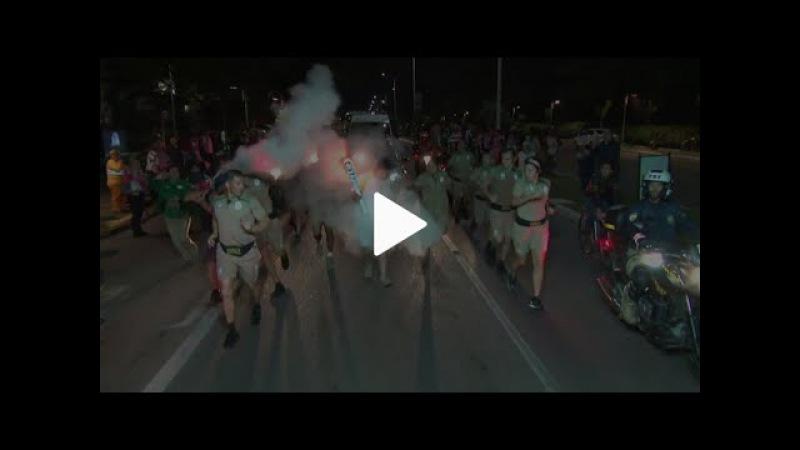 Mais 1- Homem tenta apagar tocha Olimpica- Jonville Santa Cataria- 13 07 2016