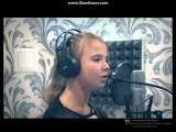 Девочка поёт песню