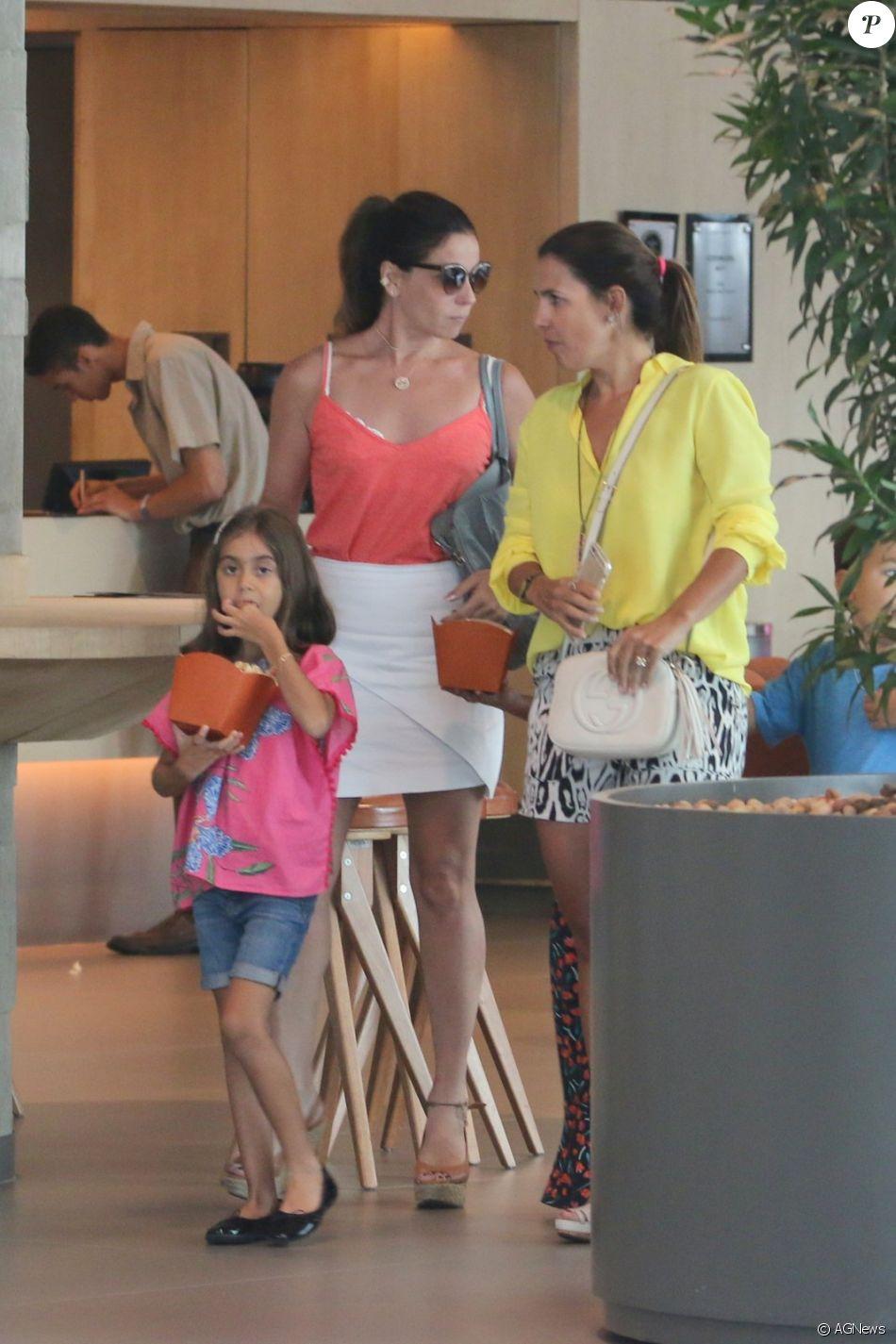 Дебора фалабелла с дочкой фото