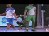 Роналдиньо клепает голы в индийском мини-футболе