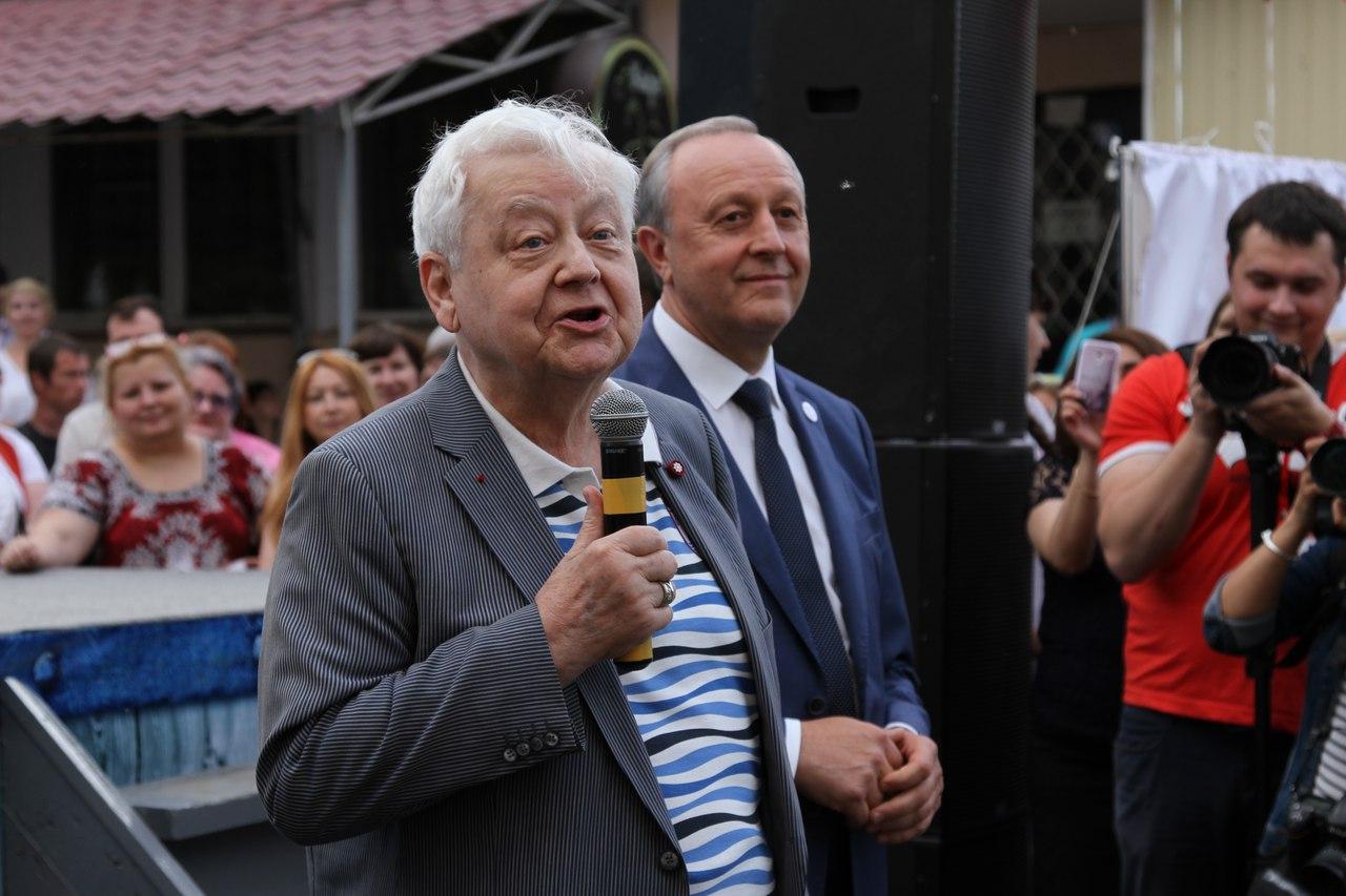 Олег Табаков на открытии Фестиваля театров малых городов в Вольске.