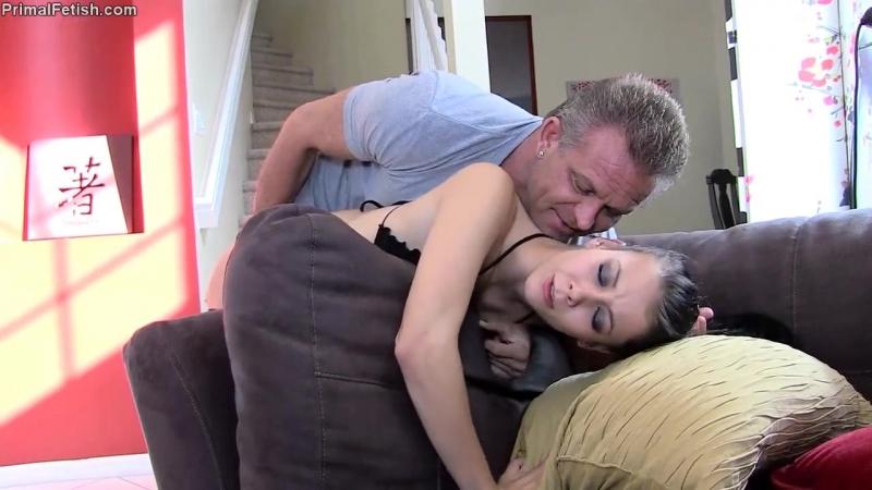 Видео : Отчим принудил к сексуальному разврату падчерицу ...