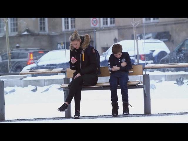 Замерзающий ребенок на остановке (Социальный эксперимент) Русская озвучка