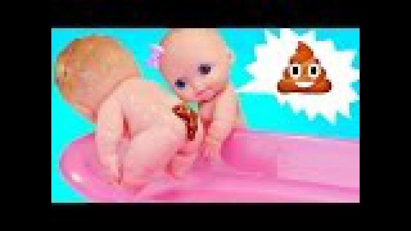 Куклы Пупсики какают на горшок, купаются. Пупс обкакался в ванной. Игрушки для де...