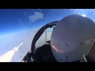 Истребители уничтожили ракетами воздушные цели в небе Астрахани: кадры из кабины