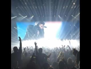 Eminem неожиданно появился на концерте Drake (#NR)