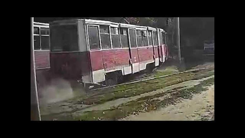 Парню зажало ногу в трамвае и протащило по рельсам, by KENQ