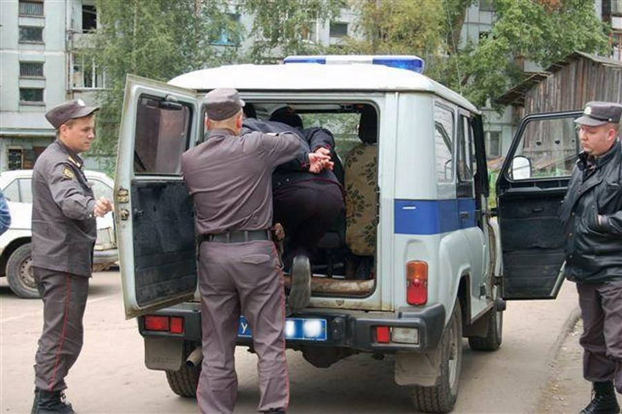 В Таганроге полицейские задержали рецидивиста, похитившего из кассы 13 тысяч рублей