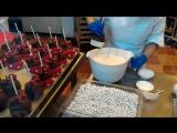 Как делают яблоки в шоколаде