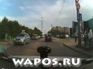 Пьяная девушка-пешеход320.avi.3GP