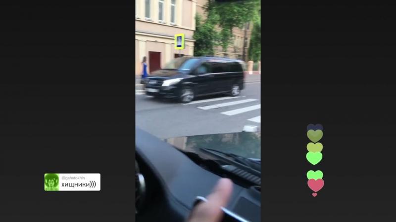 Шок! Всем смотреть! Обнаглевшая золотая молодёжь . Сын Андрея Урганта с дружками гоняет на внедорожнике по Москве. Жесть » Freewka.com - Смотреть онлайн в хорощем качестве