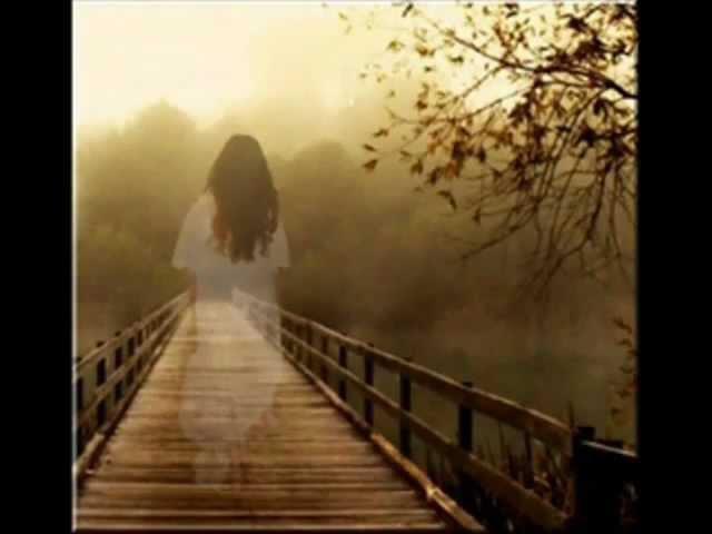 Şimdi o sevdiğim ışıklı yolu yalnız mı yürüyeceğim