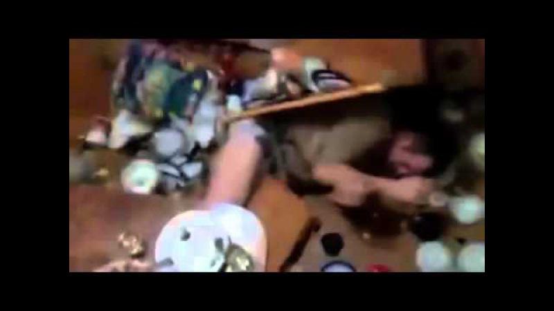 Мужик сломал кухню КАКОГО ХЕРА ОН ТУДА ПОЛЕЗ Не знаю шо делать ему пизда