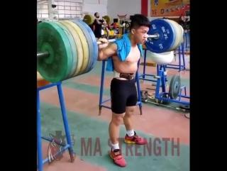 Китайский тяжелоатлет