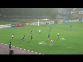 Если вам в одном видео надо будет объяснить, в чем суть русского футбола, покажите это