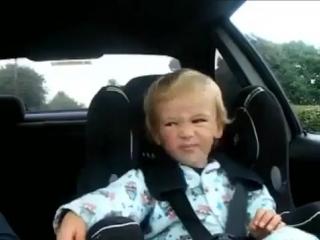 Мальчик и его взрослая реакция на эту музыку