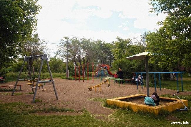 Детская площадка на территории сквера (29.11.2016)