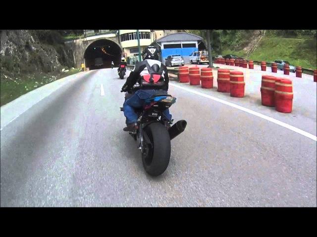 Triumph Street Triple R chasing faster bikes S1000RR ZX10R MT09