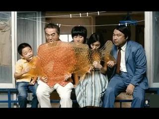 Маленький китайский мальчик Тао- нашел заначку родителей и на все деньги купил огромную рыбу-леденец. Теперь сосёт вся семья! ))