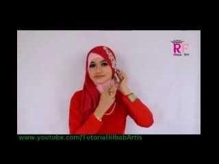 Hijab segi empat simple Kreasi BELLE TRIANGLE by RIKSA FITRI