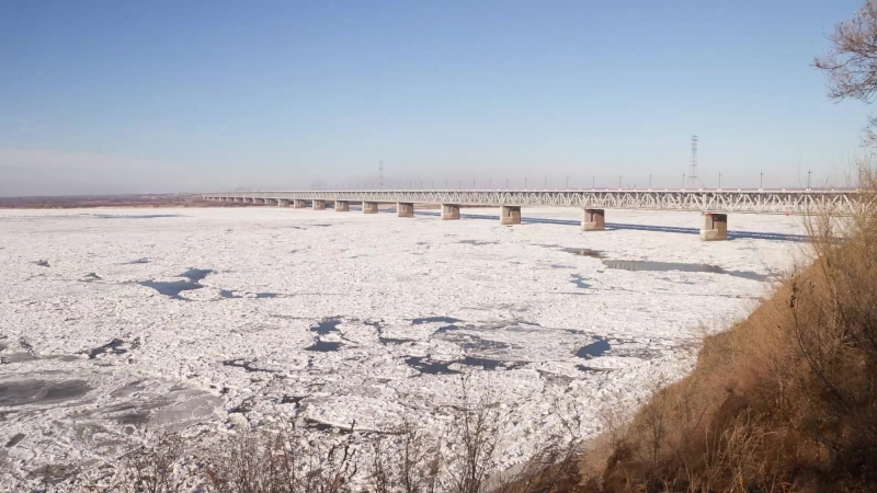 Амурский мост и ледоход. 10 ноября 2016 года.