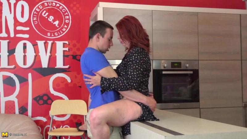 Похотливая рыжая мать отдалась сыну, redhead mature milf mom sex porn wife boy