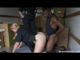 Maggie Green (BlackPatrol - Black suspect taken on a rough ride, gets horny Milf cops wet and fucking on stolen goods) [2016 г.,