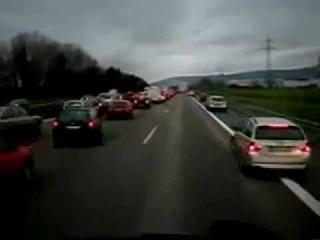 Как в Германии пропускают машину с сиреной !!!