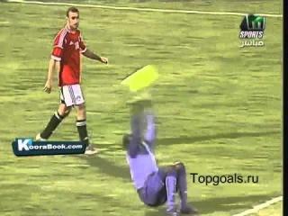 Вратарь Камеруна выбросил мяч кувырком через голову
