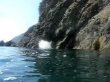 Прыжок в воду с 30-ти метровой скалы